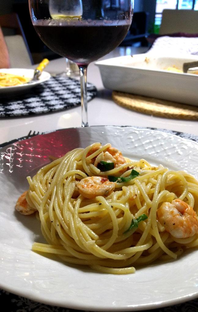 Receita da Paty: Linguine com camarão Picante
