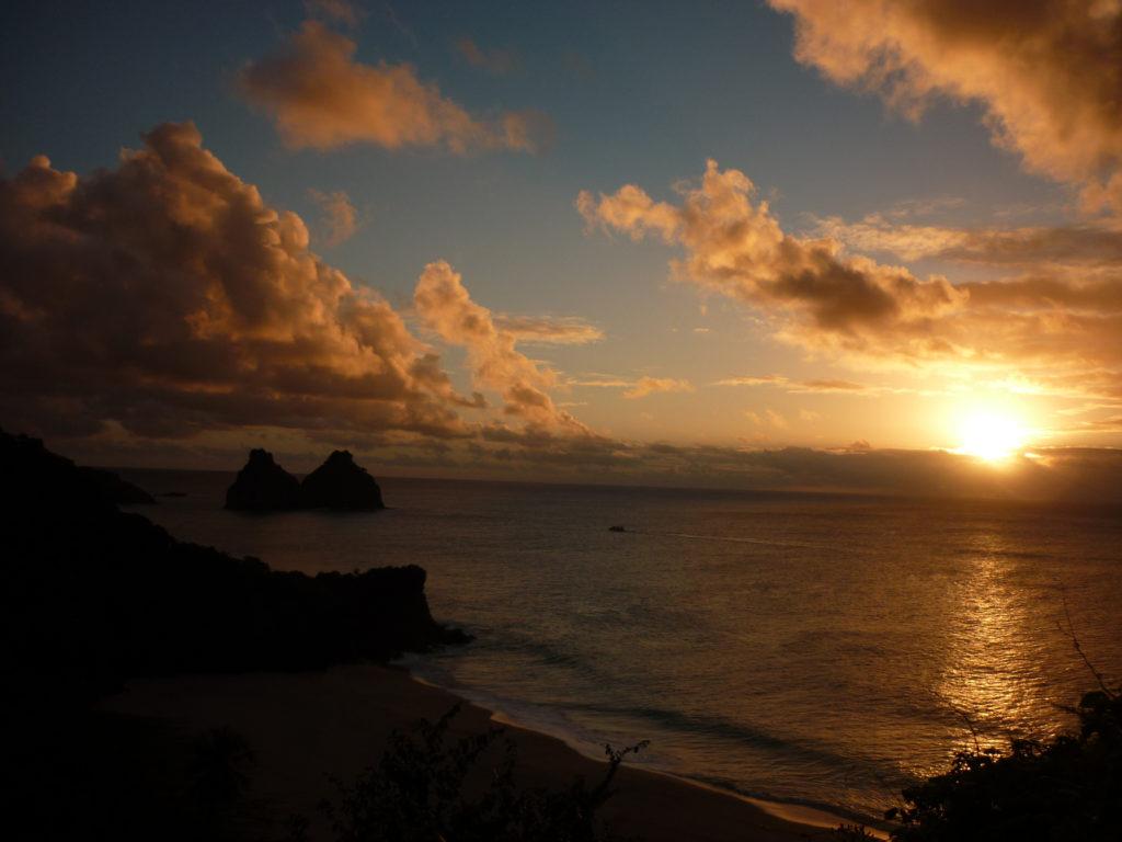 Dez lugares com por do sol imperdível pelo Brasil: Noronha - PE
